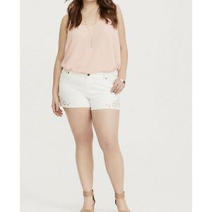 Torrid White Cutout Embroidery Skinny Shor…